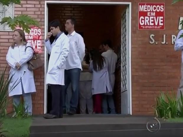 Médicos  (Foto: Reprodução / TV TEM)