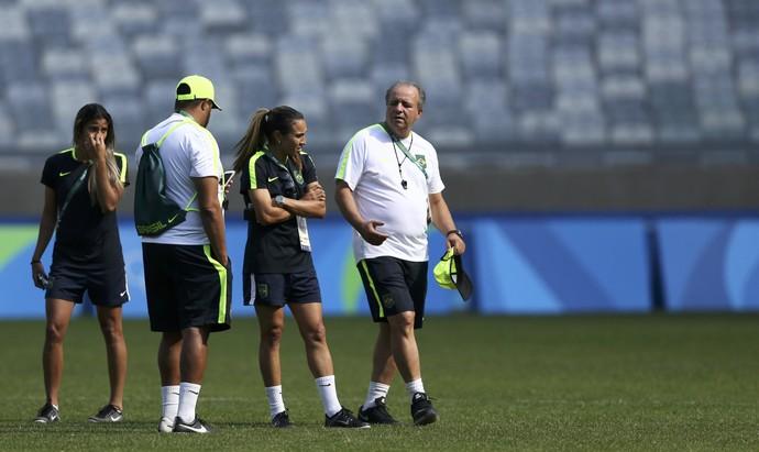 Vadão Marta treino Brasil (Foto: Reuters)
