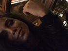 Anitta posa com os 'novos' lábios para selfie e fãs se dividem