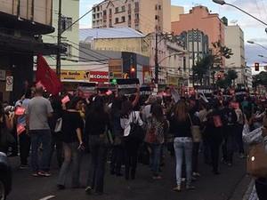 Manifestação professores Juiz de Fora (Foto: Ana Cruzeiro/G1)