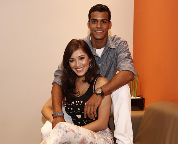 Namorada de Marcello Melo Jr., Caroline Alves entrega intimidades do casal (Foto: Inácio Moraes/TV Globo)