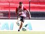 """Estreia segura no Sport rende elogios de Daniel a Mena: """"Tomou conta"""""""