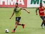 Novo alvo de chineses, Rafael Carioca está fora de jogo contra o Figueirense