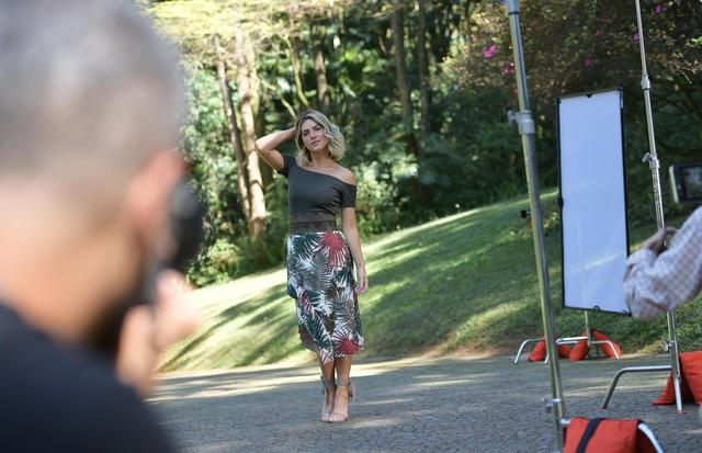 Giovanna Ewbank nos bastidores da Tufi Duek (Foto: Divulgação/ Lu Prezia)