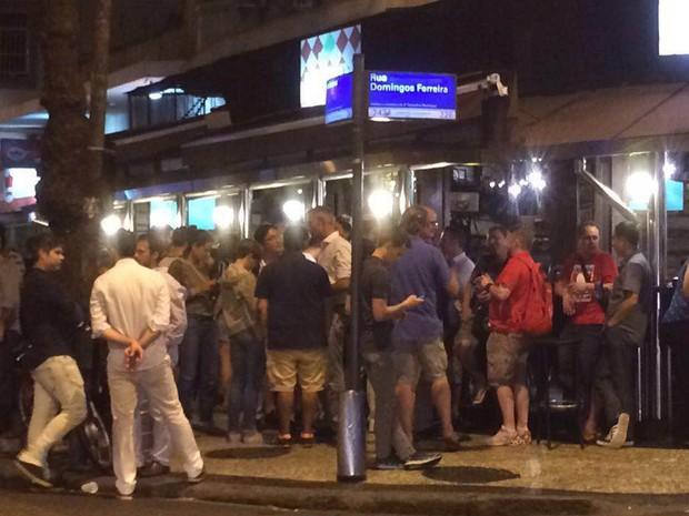 Bar em Copacabana lotado de gringos (Foto: Patricia Teixeira/G1)