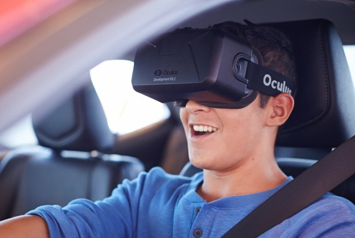 Simulador da Toyota ensina adolescentes a lidar com distrações ao volante (foto: Reprodução/Toyota)