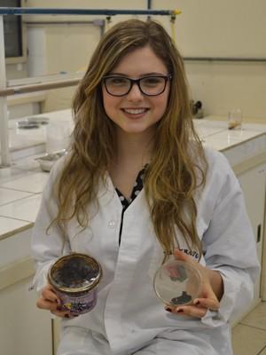 Raíssa Müller, 19 anos, desenvolveu 'esponja' que filtra e reaproveita óleo (Foto: Arquivo Pessoal)