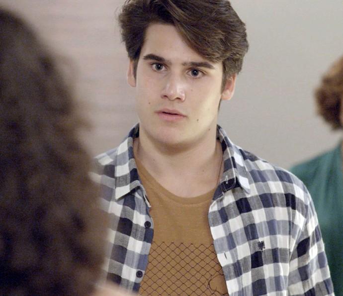 Rodrigo tenta acalmar a família (Foto: TV Globo)