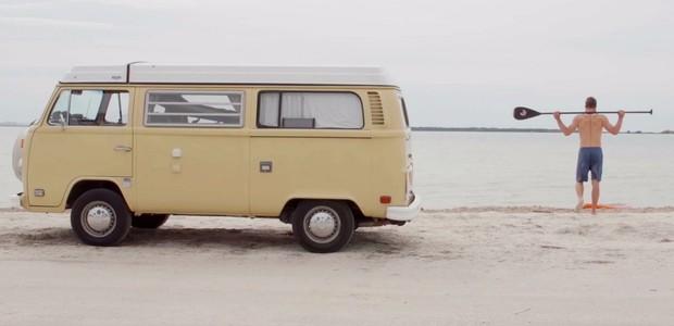 A kombi amarela de Norris o acompanha por todo o país (Foto: Reprodução)