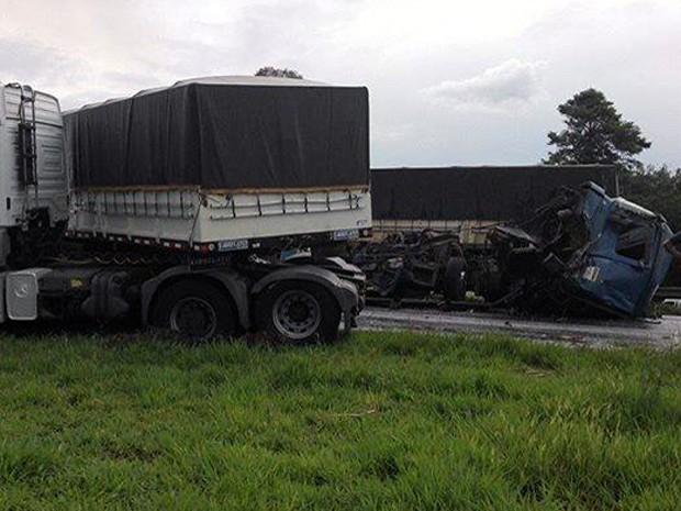 Acidente na Rodovia Anhanguera em Leme (Foto: Robinson Silva/Arquivo pessoal)