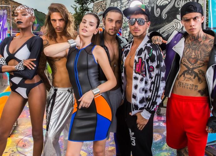 Mistura de cores vibrantes é a marca nas roupas usadas (Foto: Beto Roma/Globo)