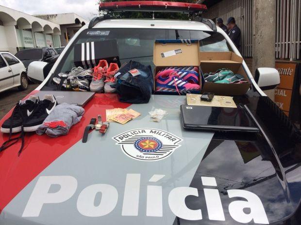 Produtos foram apreendidos com suspeitos de furto (Foto: Polícia Militar/Divulgação)