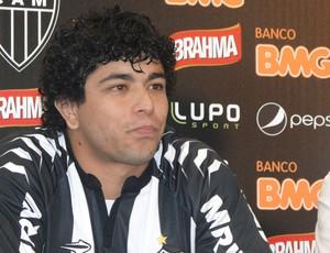 Luan coletiva Atlético-MG (Foto: Fernando Martins / Globoesporte.com)