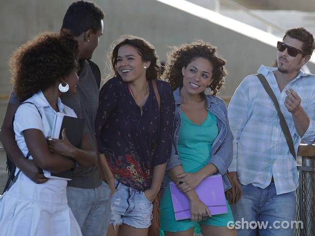 Não parece que Luiza ficou muito preocupada, né? (Foto: Fábio Rocha/TV Globo)