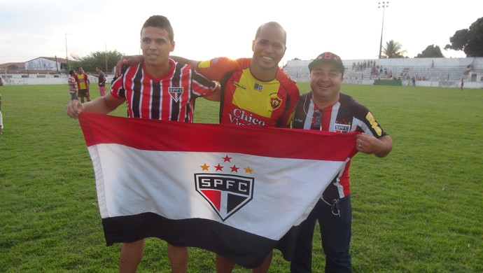 Aloísio Chulapa e torcedores do São Paulo (Foto: Leonardo Freire/GloboEsporte.com)