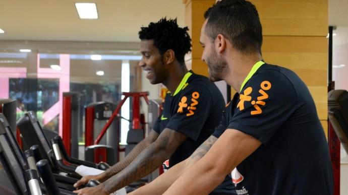 gil e renato augusto treinam no ct do são paulo (Foto:  Erico Leonan / SPFC)