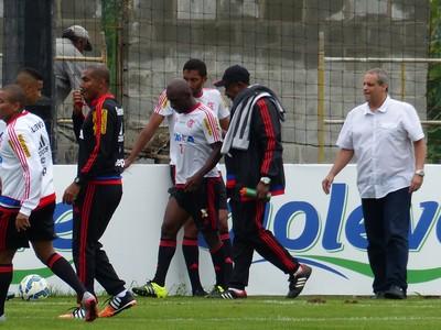Armero Flamengo (Foto: Fred Gomes / GloboEsporte.com)