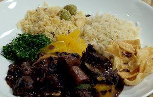 Versão de Claude Troisgros: feijoada light lacto-vegetariana de carne de soja