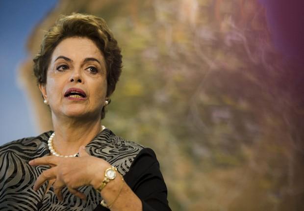 A presidente Dilma Rousseff em entrevista coletiva após anunciar ações de combate ao mosquito Aedes aegypti (Foto: Marcelo Camargo/Agência Brasil)