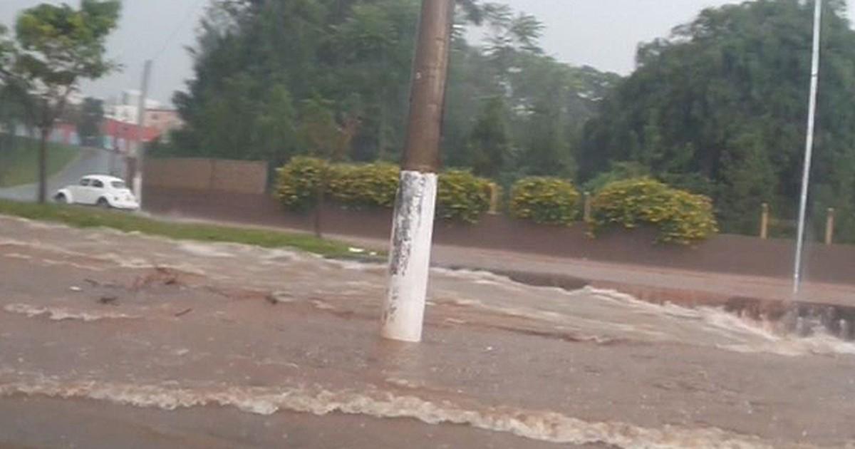 Temporal alaga avenidas e deixa 7 mil sem energia elétrica em ... - Globo.com