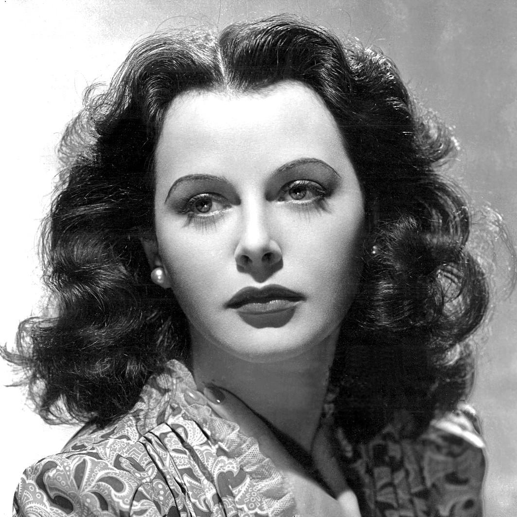 A austríaca Hedy Lamarr (1913-2000) foi uma das atrizes mais lindas e produtivas que já passaram por Hollywood. Mas não só. Ela era matemática e engenheira, tendo ajudado a desenvolver um sistema de comunicação por ondas mais difícil de ser interceptado por espiões. (Foto: Domínio Público)