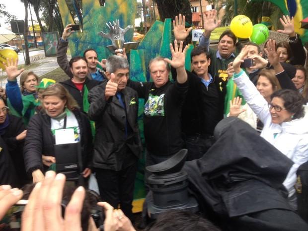 Fagner estava entre os manifestantes que protestaram a favor do juiz Sérgio Moro nesta segunda (8), em Curitiba (Foto: Paola Manfroi / RPC)