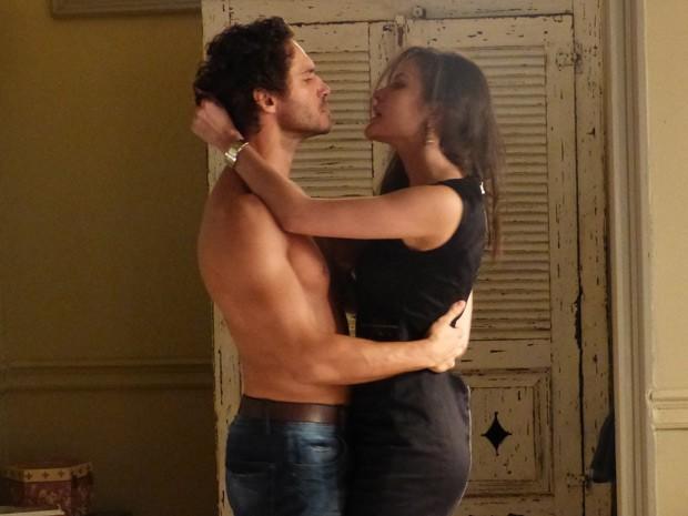 Orville e Carmen vão usar a arte de Salvador para enriquecerem (Foto: Império/TV Globo)