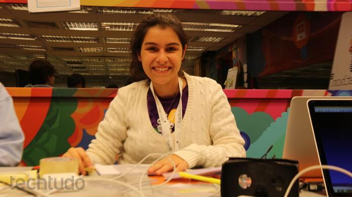 Danielle Cohen está pronta e trabalhando muito no Hackahton Globo (Foto: Isabela Giantomaso / TechTudo)