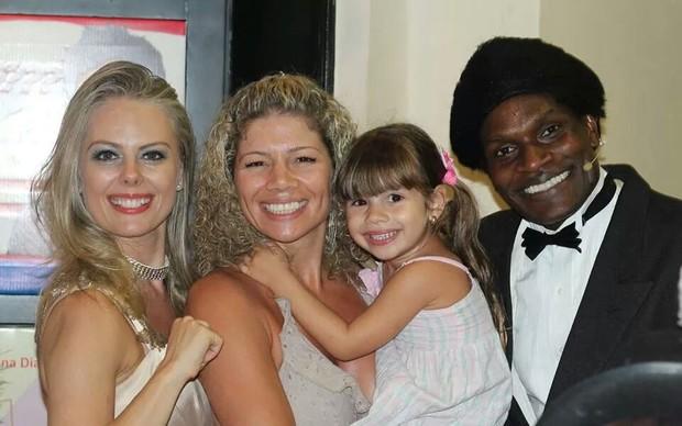 Cátia Paganote com a filha (Foto: Divulgação)