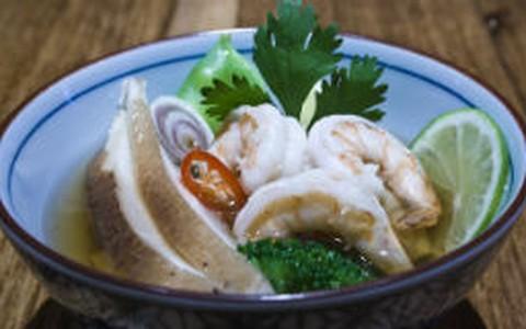 Sopa de camarão com gengibre