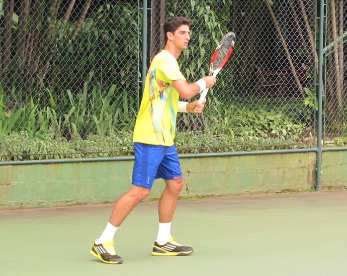tênis thomaz bellucci treino (Foto: Matheus Tibúrcio)