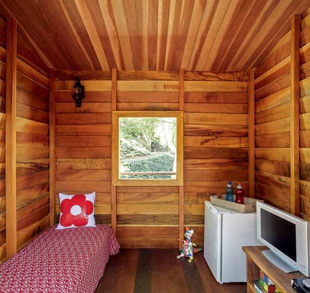 casa-na-arvore-madeira-designer-de-interiores-norah-carneiro-anexo-interior (Foto: Victor Affaro/Editora Globo)
