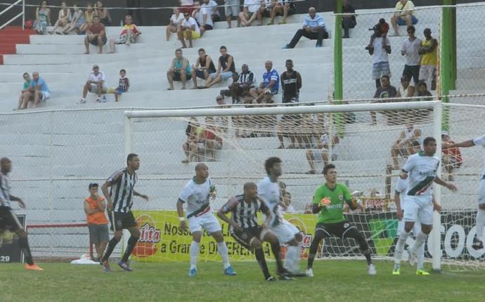 Estrela e Real Noroeste se enfrentaram no Sumaré (Foto: William Herkenhoff/Revista SportNews)