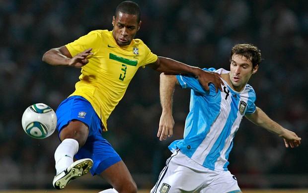 dede brasil x argentina  (Foto: AFP)