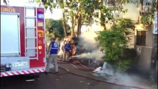 Fogo destrói residência em Foz do Iguaçu