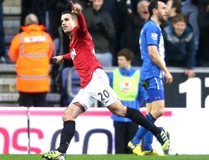 Van  Persie comemora gol do Manchester United contra o wigan (Foto: Getty Images)