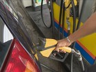 Combustível baixa de preço em SC; diferença entre regiões chama atenção