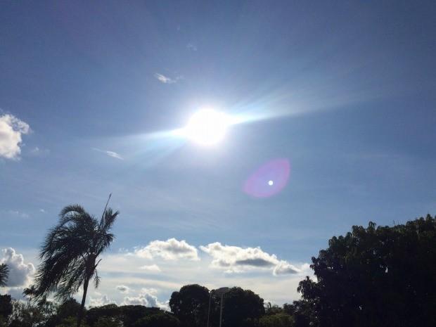 Céu limpo e sol forte nesta terça-feira (3) em Cmapo Grande (Foto: Isabela Cavalcante/G1 MS)