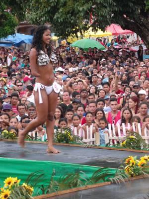 Thais Monteiro ganhou o concurso de Miss Verão. Ela era a única candidata com deficiência. (Foto: Edivaldo Mendes/ Arquivo Pessoal)