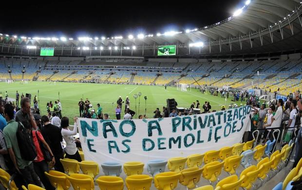 Maracanã reabertura protesto (Foto: André Durão / Globoesporte.com)
