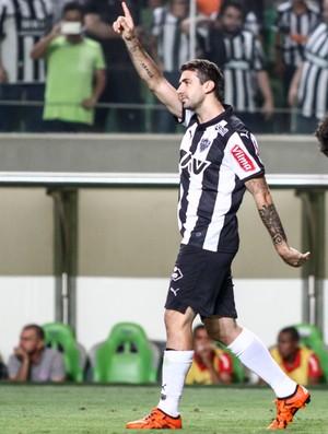 Lucas Pratto comemora gol contra o Internacional (Foto: Bruno Cantini/Flickr do Atlético-MG)