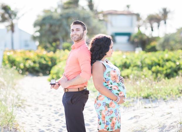 Fotógrafo colocou casal de costas um para o outro (Foto: Reprodução/ Facebook)