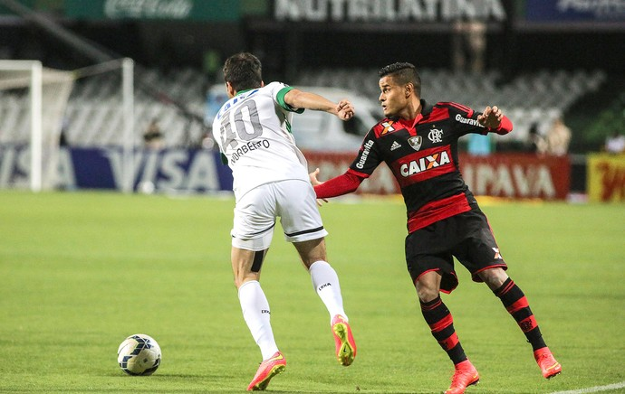 Everton no jogo Coritiba x Flamengo Copa do Brasil (Foto: Joka Madruga / FuturaPress)