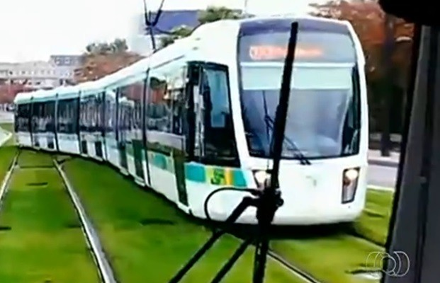 VLT é movido a energia elétrica e promete diminuir em 20 minutos o tempo de viagem (Foto: Reprodução/TV Anhanguera)