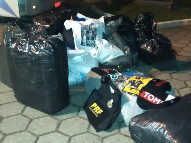 4.128 produtos falsificados foram apreendidos (Foto: Divulgação/Polícia Rodoviária Federal)