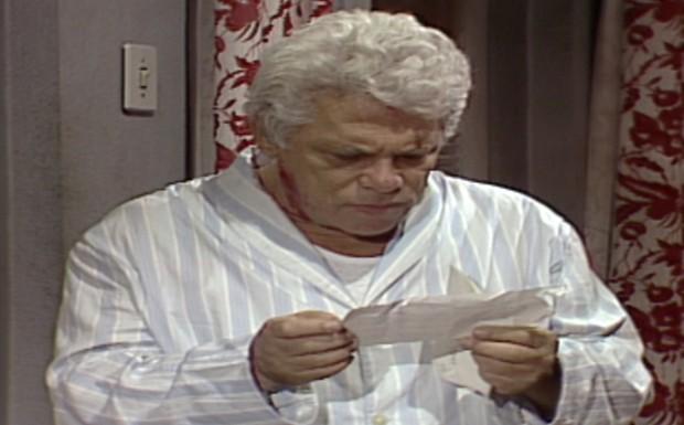 Garcia lê o bilhete dizendo que André vai se vingar de todos