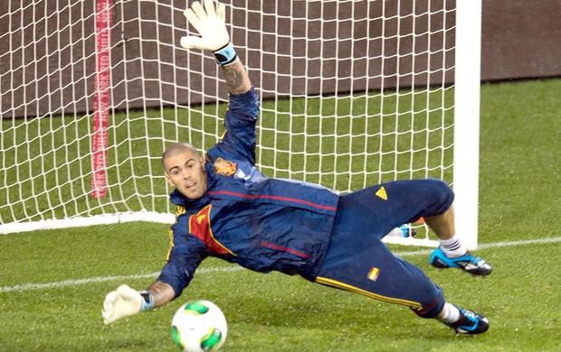 Victor Valdes, treino espanha (Foto: Agência AFP)