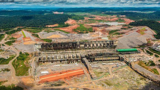 Vista áerea do canteiro de obras de Belo Monte, no rio Xingu; presidente Dilma reconheceu 'erros' na construção, e ONG alerta para repetição de problemas no Tapajós  (Foto: Greenpeace)