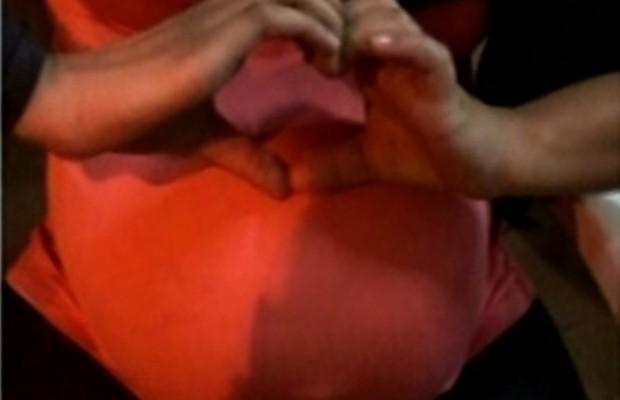 Jovem estava grávida de nove meses e hospital disse que ainda não era momento de fazer o parto, em Itumbiara, Goiás (Foto: Reprodução/TV Anhanguera)