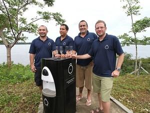 (Da esquerda para a direita) Empresários James Jr., Cal Jr., Paulo Ferreira e Ricardo Rozgrin investirão na Amazônia com água 'gourmet' e bebedouro com capacidade para 30 litros (Foto: Divulgação/Amazon Air Water)